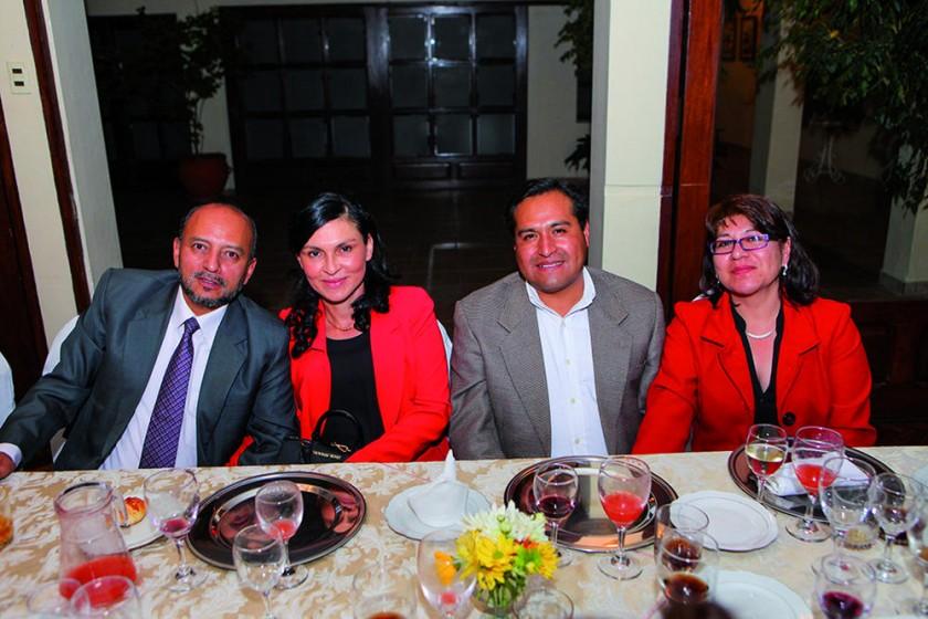 Clive Herrera, Fabiola Ramallo, Reynaldo Gonzales y Pompeya de Gonzales.?