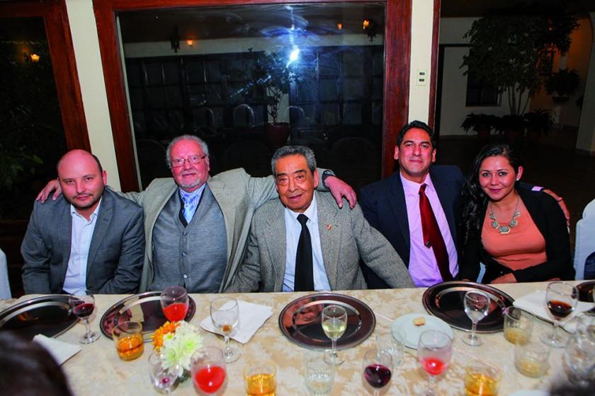 Martín Echevarría, Freddy Echevarría, Enrique Azurduy, Andrés Azurduy y Fernanda de Azurduy.