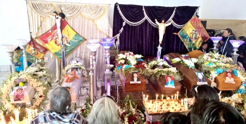 MUERTES. El velatorio de las víctimas de la explosión del sábado.