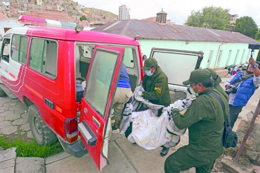auxilio. Heridos trasladados en ambulancia.