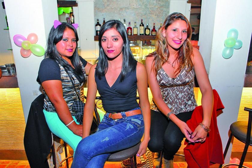 Maribel Ancari, Mayra Sandoval y Marión Hauzateng.