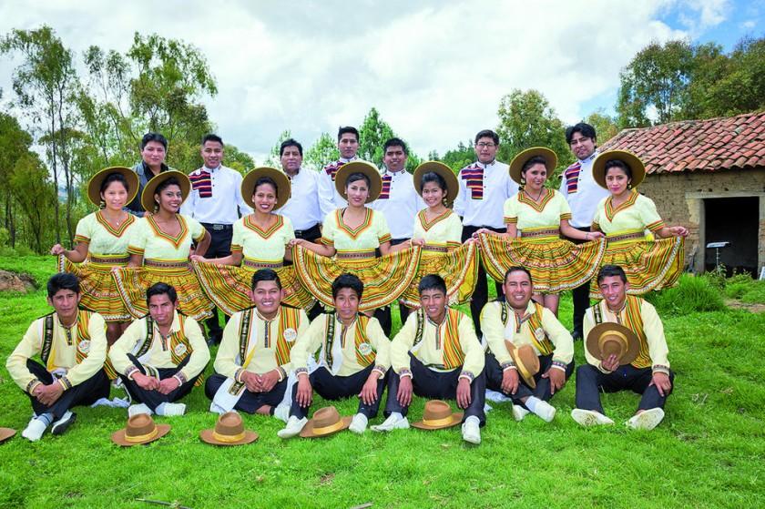 El grupo Expresión junto al Salay Bolivia filial Sucre.