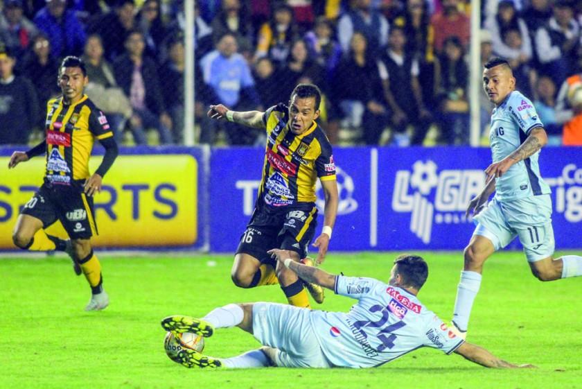 Walter Veizaga supera la marca de un defensor académico.