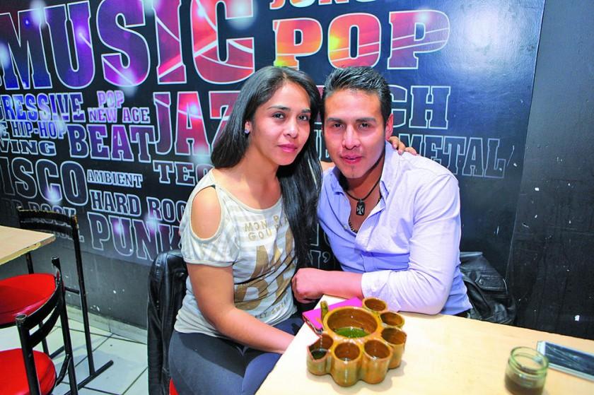 Tatiana Arispe y Cimar Orozco (cumpleañero).