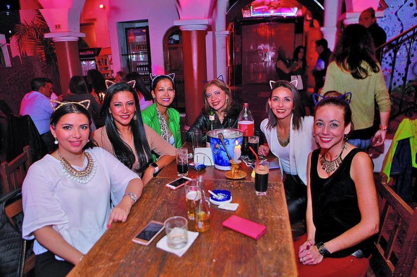 Ximena de La Fuente (primera derecha) celebró su cumpleaños con sus mejores amigas.