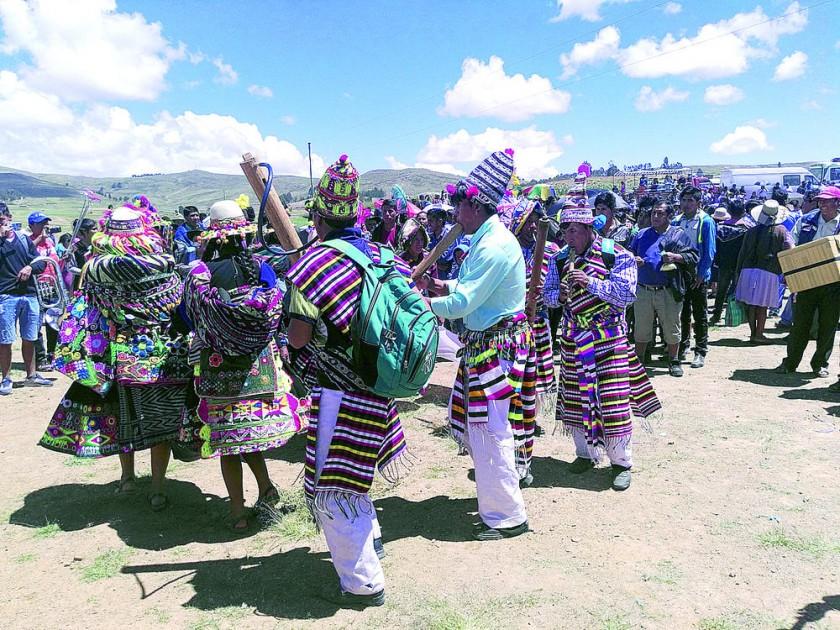 TINKU. Los bailarines llegaron de Macha, del norte de Potosí.