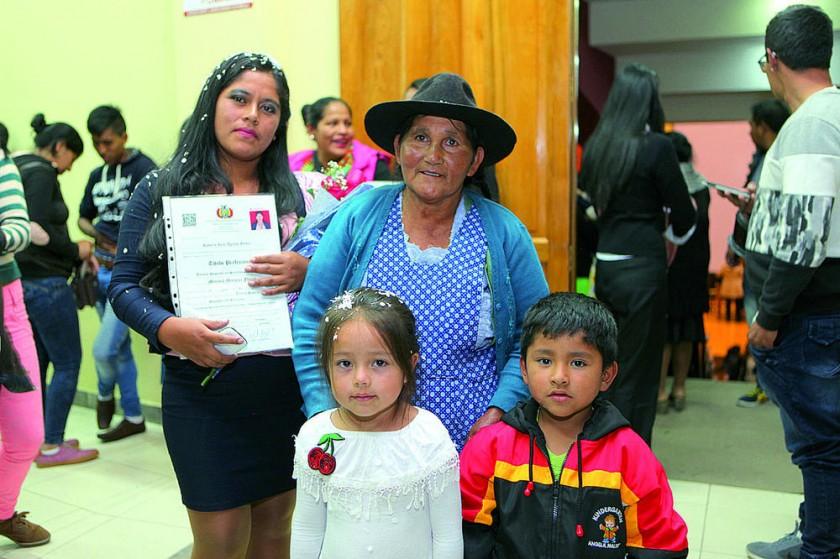 Marisol Márquez Flores junto a su familia.