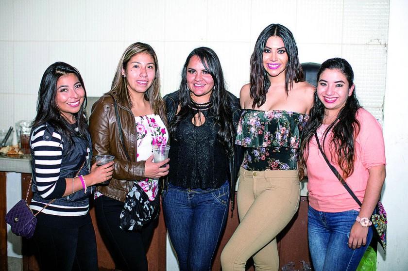 América La Madrid, Paola Serrudo, Viviana Rosado,  Nicole León  y Daniela Marañón.