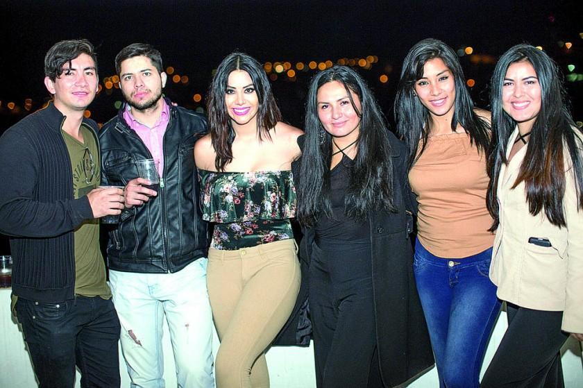 Los amigos de Angel Models estuvieron presentes  en el cumpleaños.