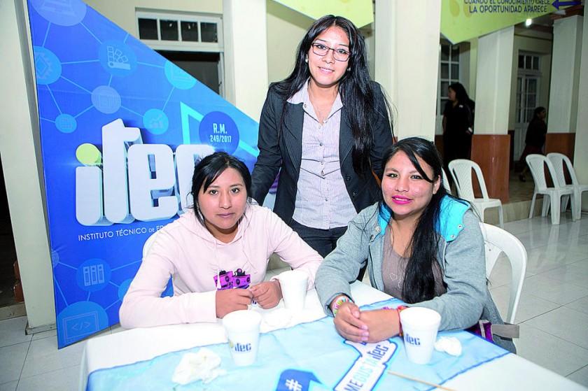 Erika Ovando, Jaqueline Vallejos y Anabel Cruz.