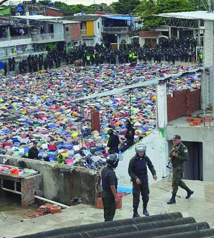 SANTA CRUZ. La Policía tomó el control tras la requisa y anunció que se acabaron los privilegios en Palmasola.