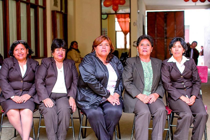 Lucy Miranda, Victoria Alvarado, Olga Alarcón (directora), Rosa Valda y  Rosmery Calderón.