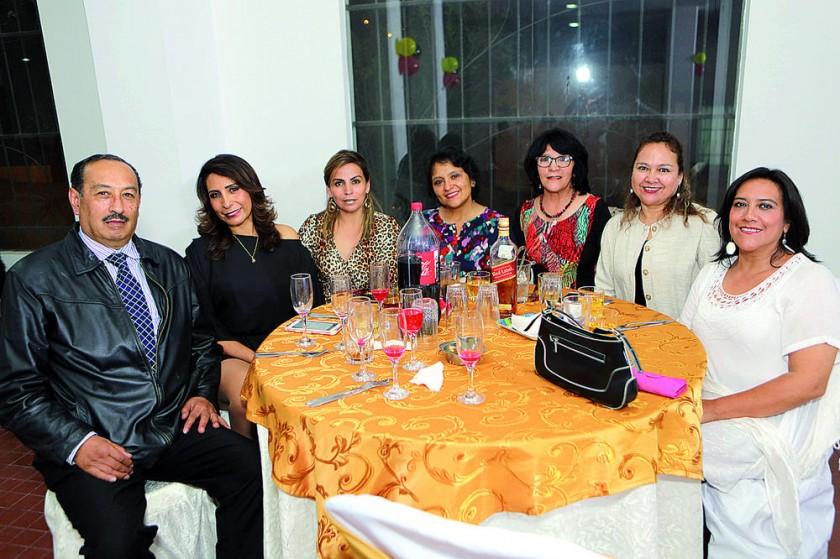 Sandra Cabrera, Leticia Soruco, Tatiana Vicker, Elizabeth Carvajal, Tania Sandoval,  y Patricia Peredo.