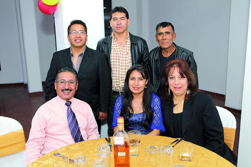Arriba: Belisario Cruz, Marco Parra y Luís Rodríguez.  Abajo: Javier Cabrera, Catalina Abastoflor y Rocio Caballero.