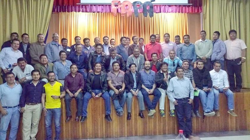 Padres de familia de la promoción del colegio Don Bosco.