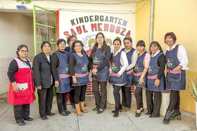 El personal docente y administrativo del Kínder Saúl Mendoza.