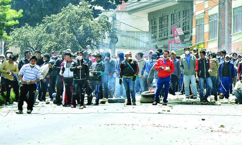 Enfrentamientos por Adepcoca no cesan y Gobierno toma distancia