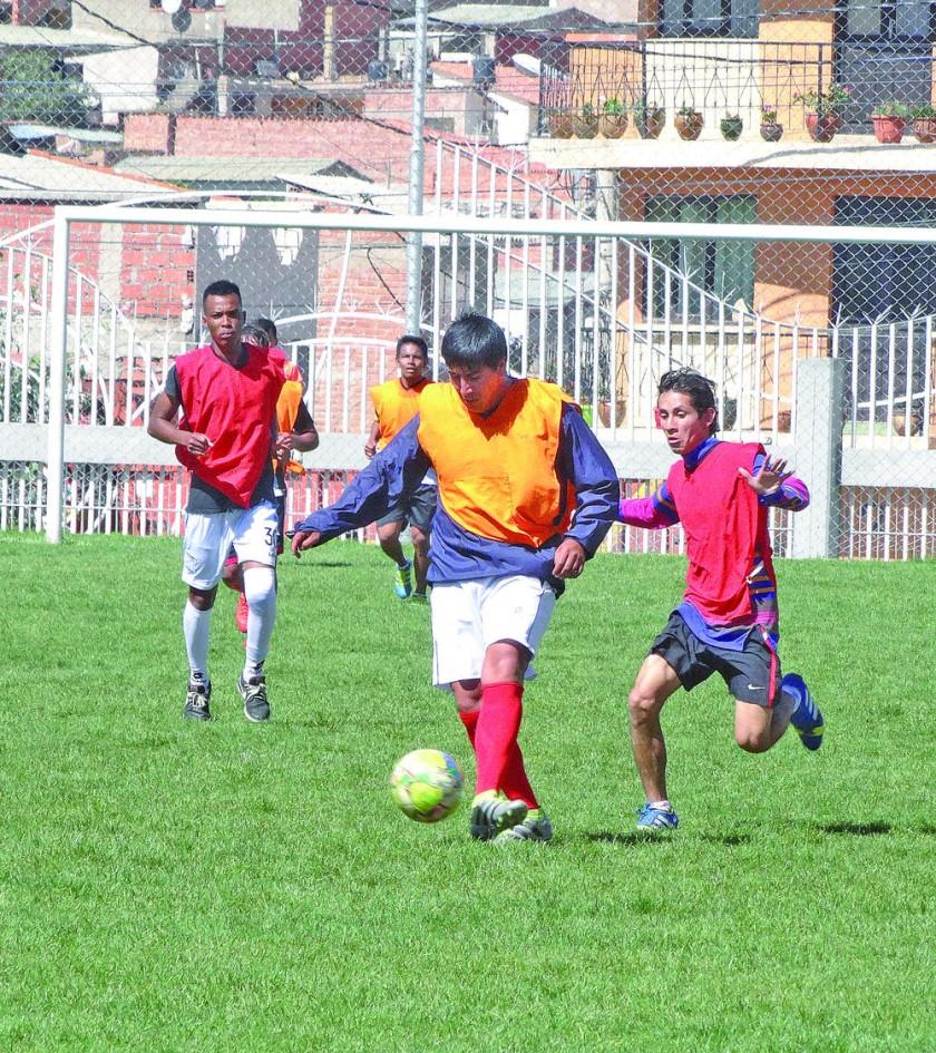 El equipo blanquinegro entrenó ayer en la cancha auxiliar del estadio Patria.