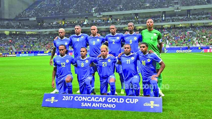 La Verde se encuentra en Curazao desde el martes; abajo, la selección caribeña jugó el año pasado la Copa de Oro.