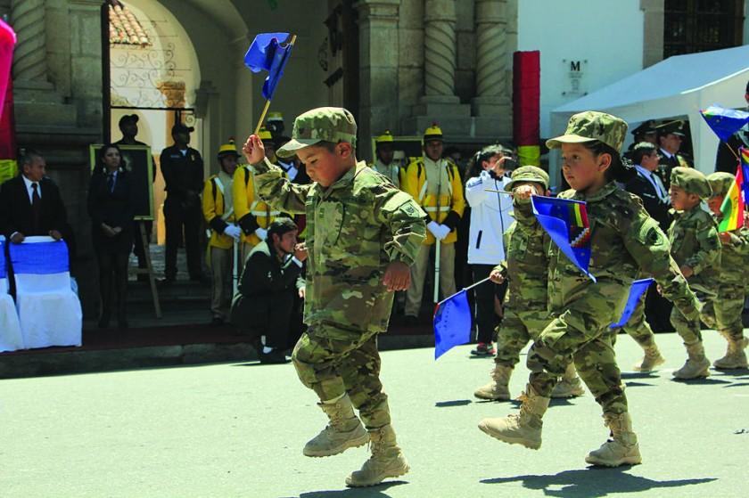 SUCRE. El homenaje al Día del Mar de los niños del kínder del Liceo Militar