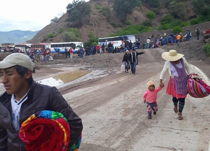 Muchos pasajeros tuvieron que realizar trasbordo para llegar a su destino. Foto: Gentileza Sergio Tavera