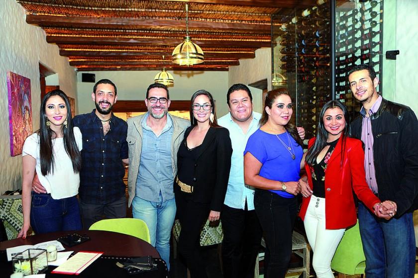 Pamela Cuestas, Álvaro Fortún, Jordan Gantier, Andrea Abastoflor, Mache Serrudo, Verónica Rojas Jhulitza Taboada y...