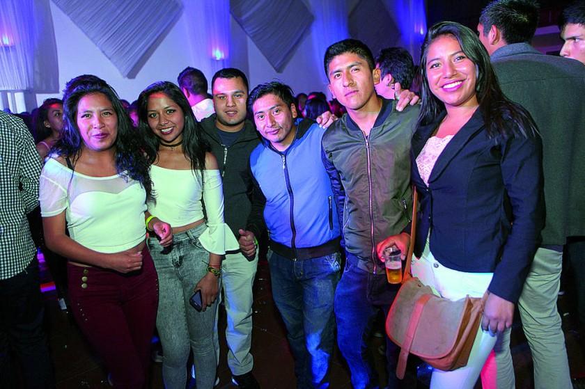 Carmen, Mariana, Guillermo, Roger, Juan y Digna.