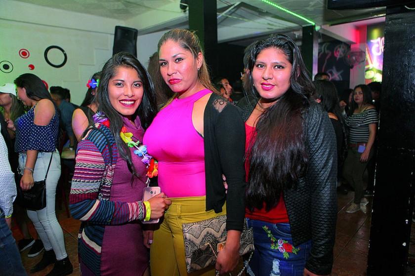 Carolina Aparicio, Lucy Flores y Carla Mamani.
