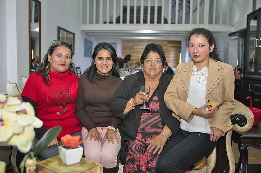 Carmen Rosa Herrera, Dhagkmar Herrera, Ana María Arguedas y Rayssa Canaviri.
