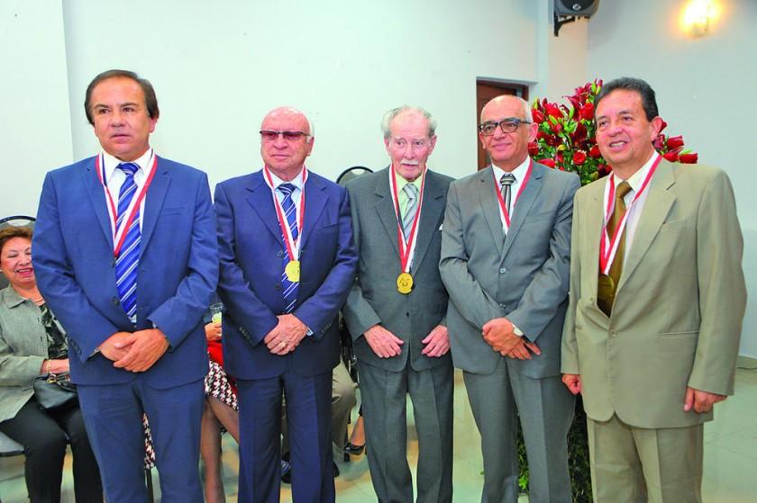 Marcelo Cuellar, Gastón Solares, Antonio Santa Cruz, Juan Carlos Sabat  y Carlos Taboada.