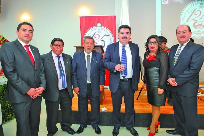 Gustavo Jauregui, Juan Escobar, Roberto Alurralde, Marco Salinas, María Teresa Dalenz y Roberto Taboada.