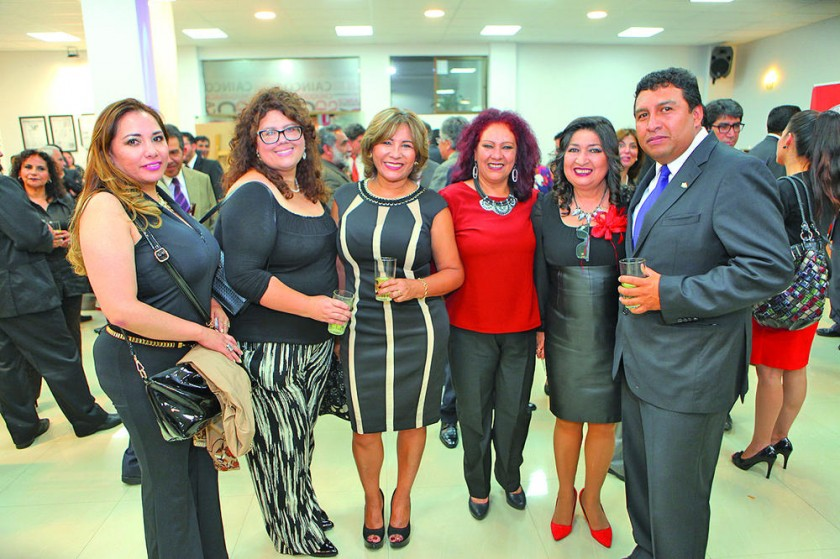 Roxana Poveda, Carla Hamel, Natividad Rosas, Susy de Lagrava, María Teresa Dalenz y Gustavo Pereira.