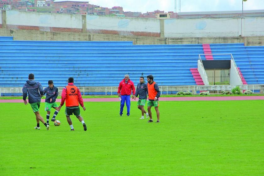 El estratega estudiantil durante la práctica de ayer, en el estadio Patria.