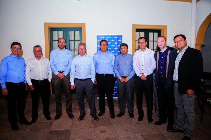 Planta gerencial del BCP: Mario Suárez, Johnny Saavedra, Cristian Houscher, Marcelo Trigo, Mauricio Viscarra, Mirko...