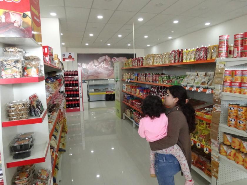 MERCAMAX. Así es el nuevo supermercado que abrió en la calle Panamá, esquina René Barrientos, en el barrio Petrolero.