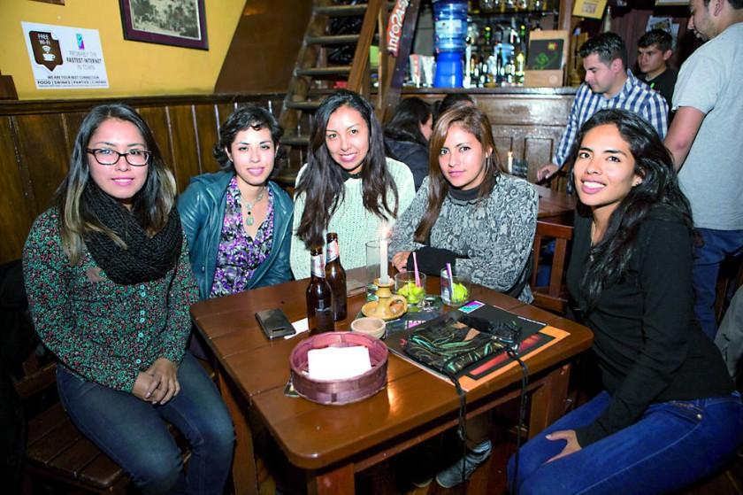 Carla, Fátima, Allyson, Emma y Carmen.