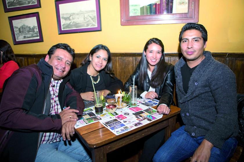 Manolo Maita, Natalia lluen, Lourdes Tavel y Juan Pablo Mendia.