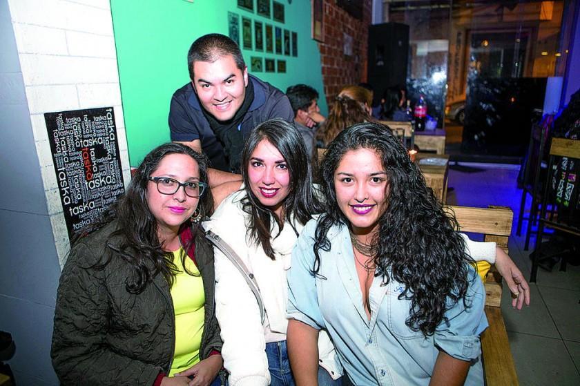 Fernanda Cortes, Ramiro Castellón, Mónica Pérez y Judith Castellón.