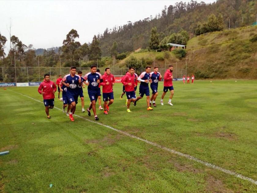 El plantel azucarero trabajó ayer en predios de la Federación Ecuatoriana de Fútbol con miras al encuentro de hoy...