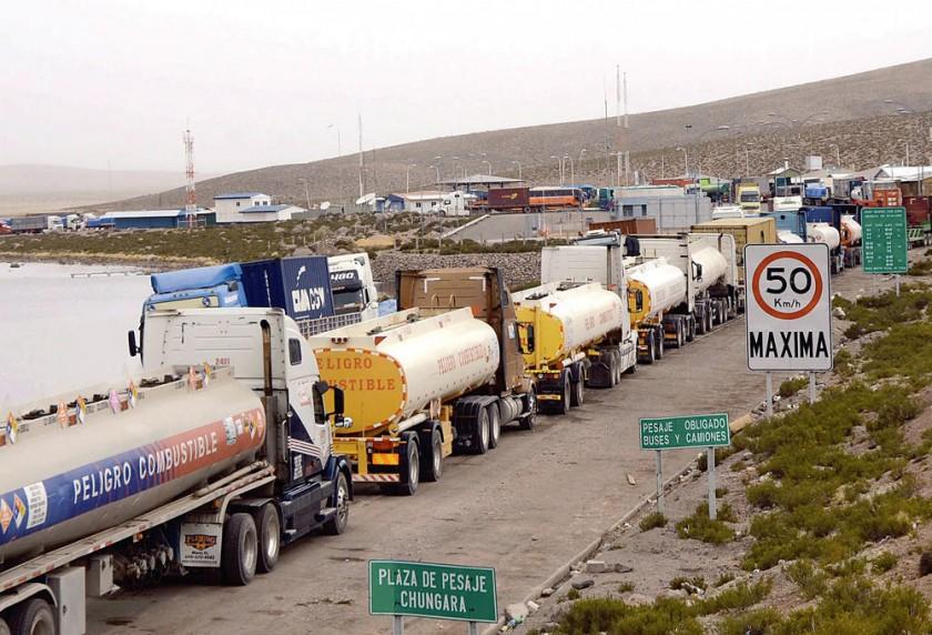 Paro en Chile frenó a 300 camiones diarios con productos bolivianos en 2015.