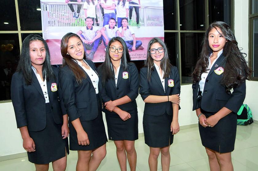 Nayeli Cruz, Andrea Rossi, Jhamely Hidalgo, Dayana Aníbarro y Nayeli Morató.
