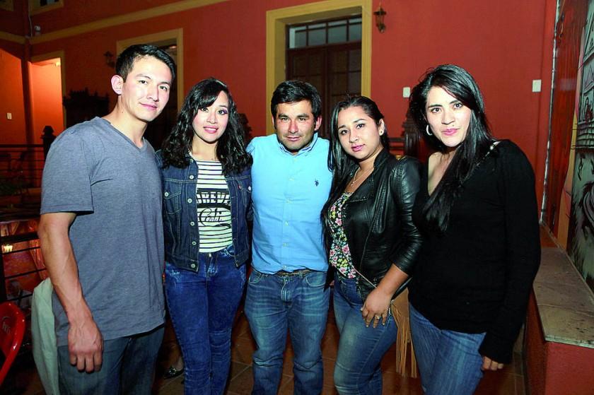 Alejandro Saavedra, Erika Flores, Herman Veizaga, Anahí Veizaga y Karen Guerra.