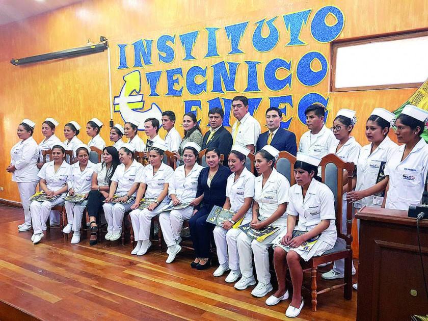 Egresados en Enfermería, promoción 2017.