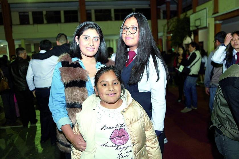 Alejandra Silva, María y María Leika Peñarrieto.