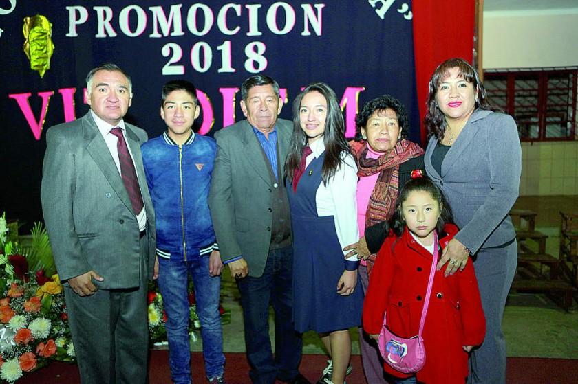 Alexandra Melcón junto con su familia.