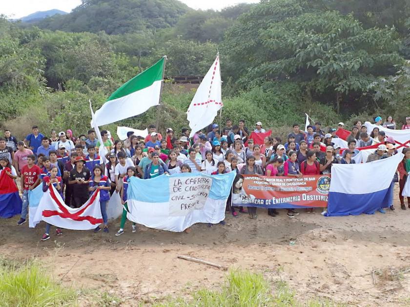 CHACO. Los universitarios llegaron a la cima de Incahuasi para sentar soberanía en territorio chuquisaqueño.