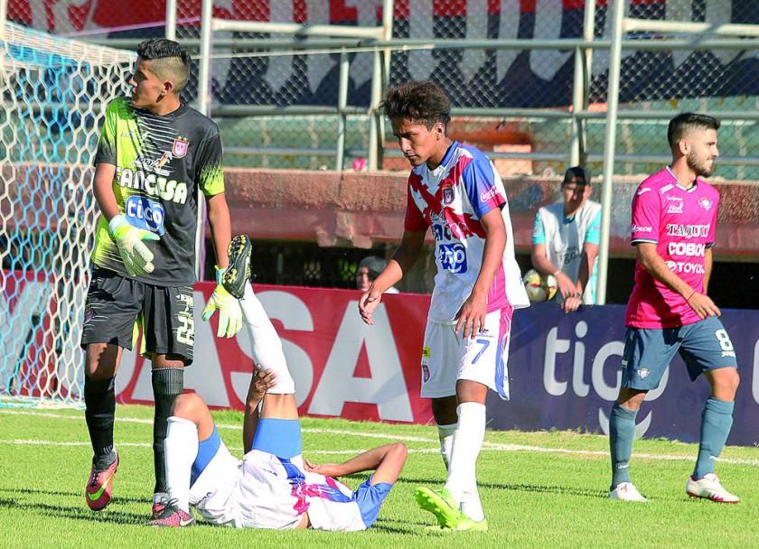 La lesión de Villena dio paso al Walk Over contra Universitario.