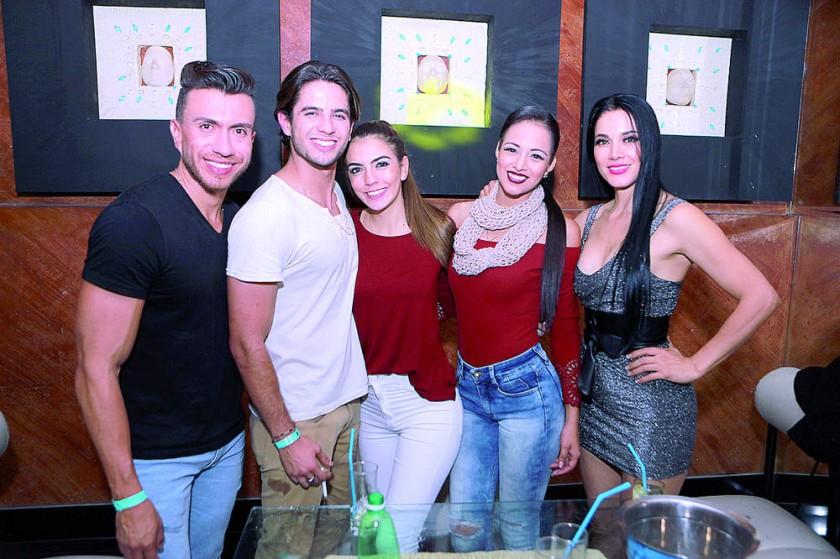 El grupo de modelos internacionales.