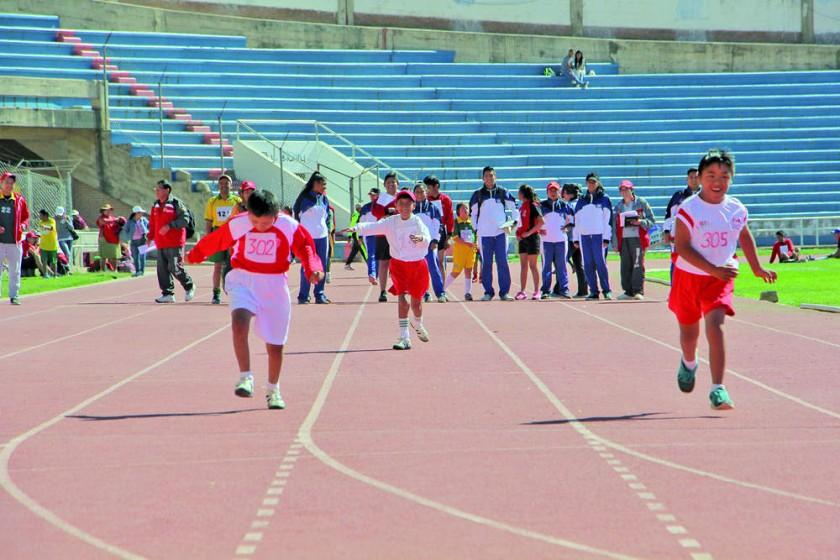 El año deportivo de la Asociación Municipal de Olimpiadas Especiales empezó con las disciplinas de atletismo y gimnasia