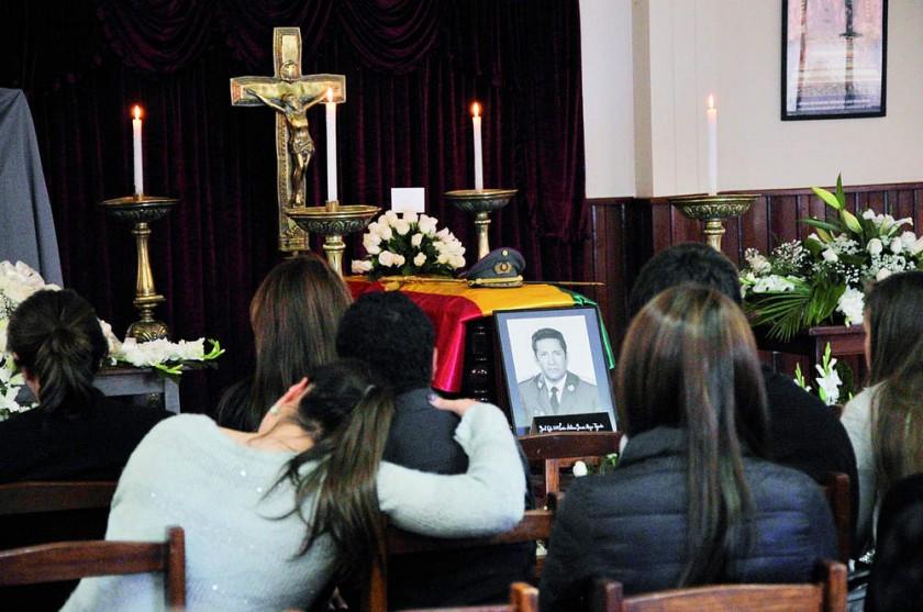 funeral. Los restos de García Meza son velados en la capilla militar de la zona de Irpavi, en La Paz.